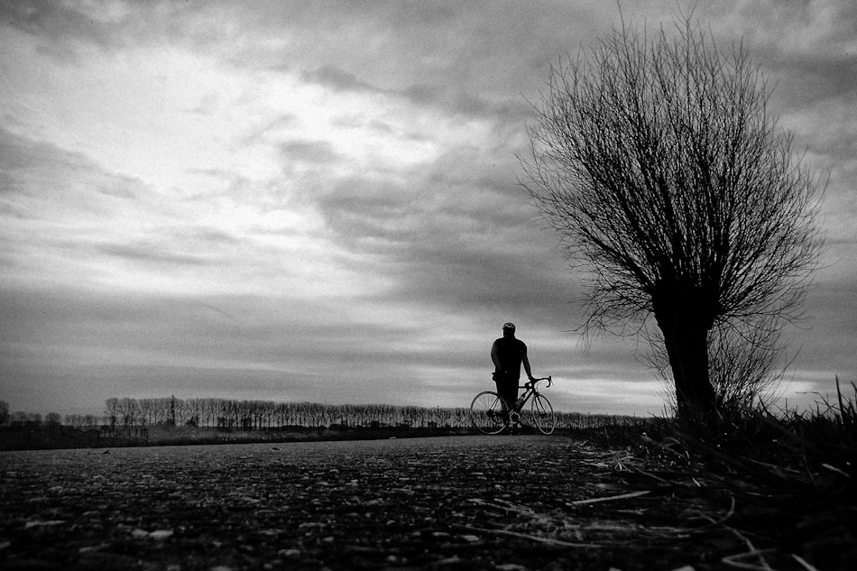 images, photographs, stroll photography, street photography, street, wouter brandsma, ricoh, ricoh photography, photography, snapshots, black and white, cycling, bike, cycle, brandsma, dreaming, dream, long, Longing away