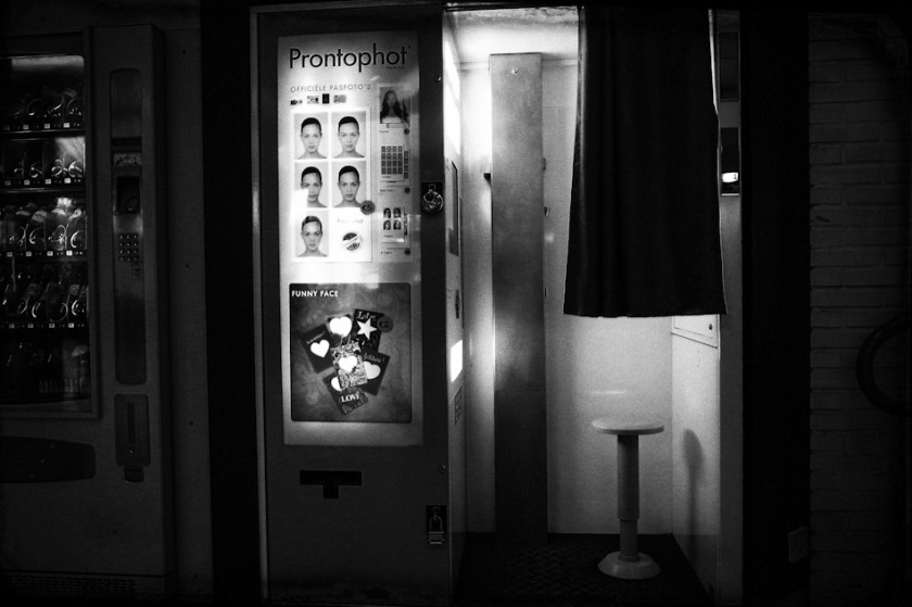 photobooth, photo, booth, stroll, stroll photography, wouter brandsma, walking, walk, ricoh grd, ricoh grdigital, ricoh grd3, ricoh gr digital 3, ricoh grdiii, ricoh gr, photography, grd, grd3, snapshots, grd snapshot, ricoh grd photography, black and white, strolling, photo booth, gr