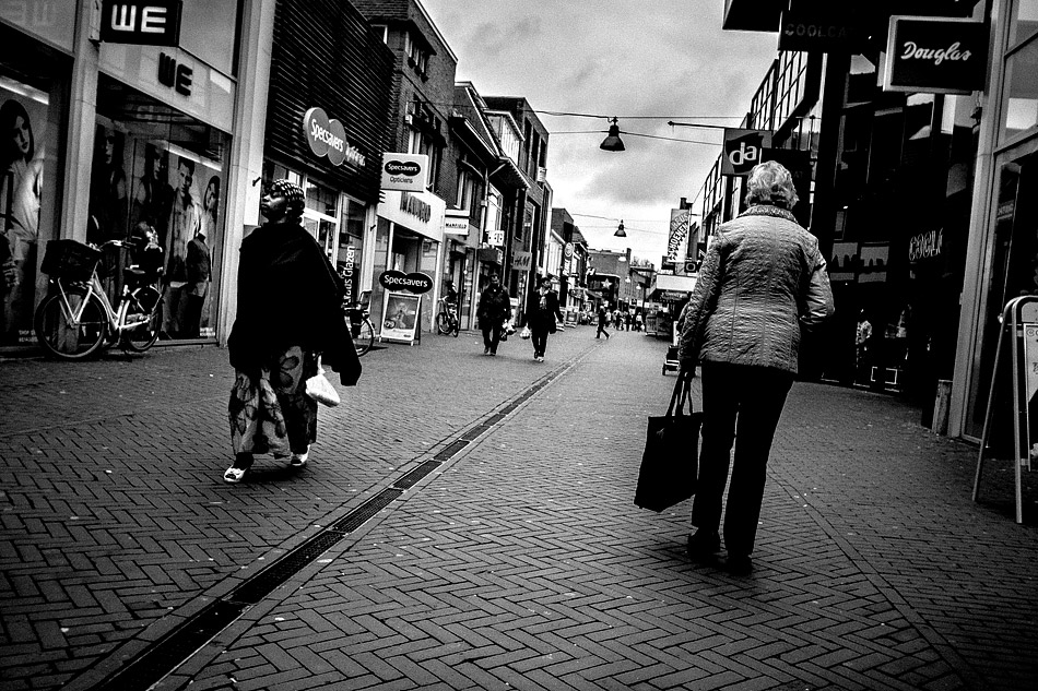 street photography, wouter brandsma, ricoh grd, ricoh grdigital, ricoh grd3, ricoh gr digital 3, ricoh grdiii, ricoh gr, photography, grd, grd3, snapshots, grd snapshot, ricoh grd photography, black and white, crossing diversity