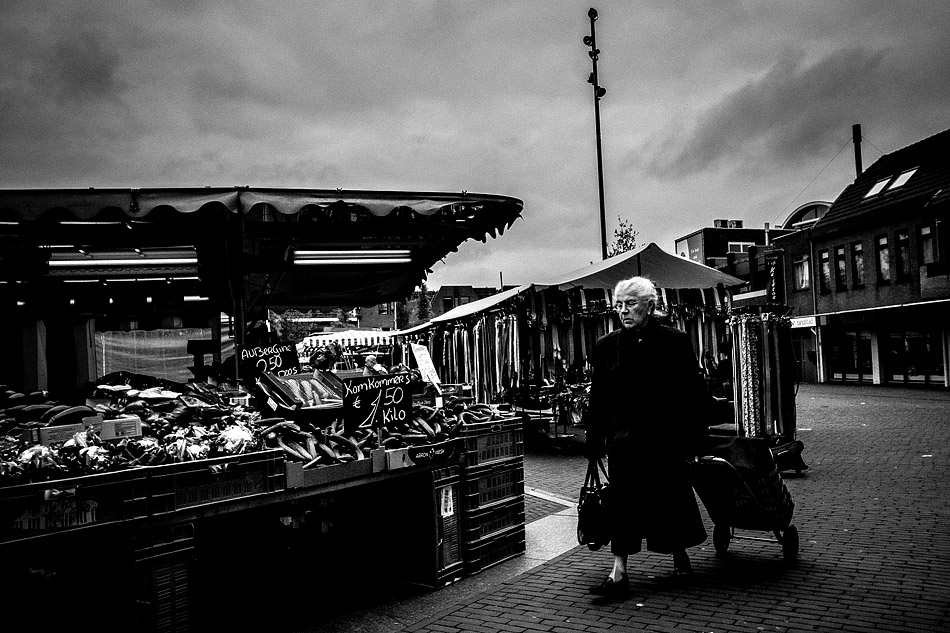 street photography, wouter brandsma, ricoh grd, ricoh grdigital, ricoh grd3, ricoh gr digital 3, ricoh grdiii, ricoh gr, photography, grd, grd3, snapshots, grd snapshot, ricoh grd photography, black and white, greyish mud