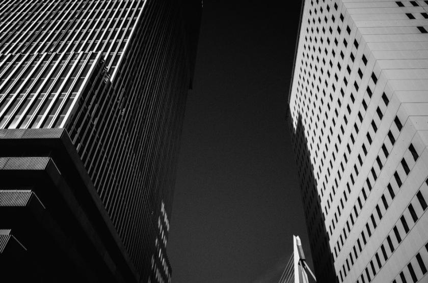 photograph, photography, street photography, stroll photography, black and white, b&w, urban, buildings, street, light, shadows, light and shadows, ricoh gr, ricoh gr digital, pentax